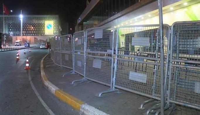 1 Mayıs anma töreni öncesi Taksim Meydanı ve Gezi Parkı bariyerlerle kapatıldı