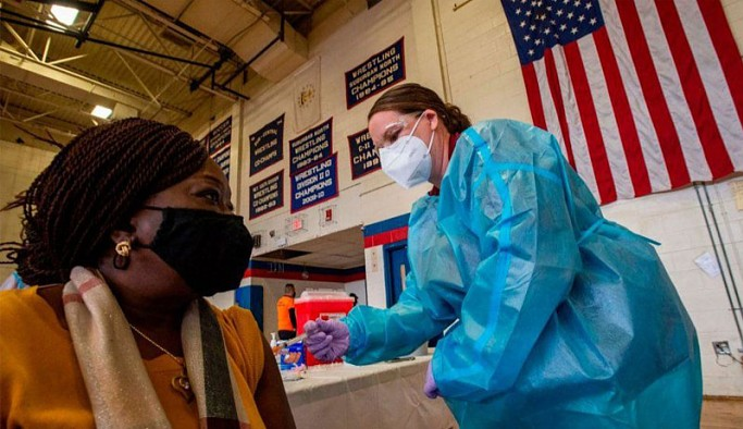 ABD'de yetişkinlerin yarısı en az bir doz aşı oldu