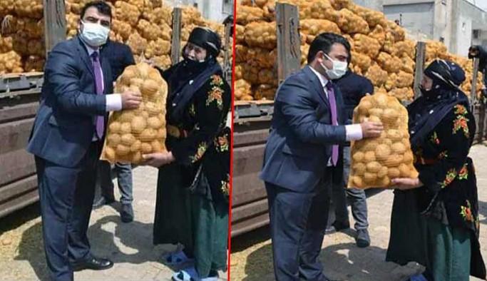 AKP MKYK'dan patates çuvalıyla poz veren kaymakama 'hadsiz' çıkışı