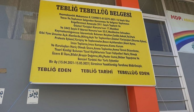 HDP'li kadınlar,  kaymakamlığın yasak gerekçesini pankart olarak astı