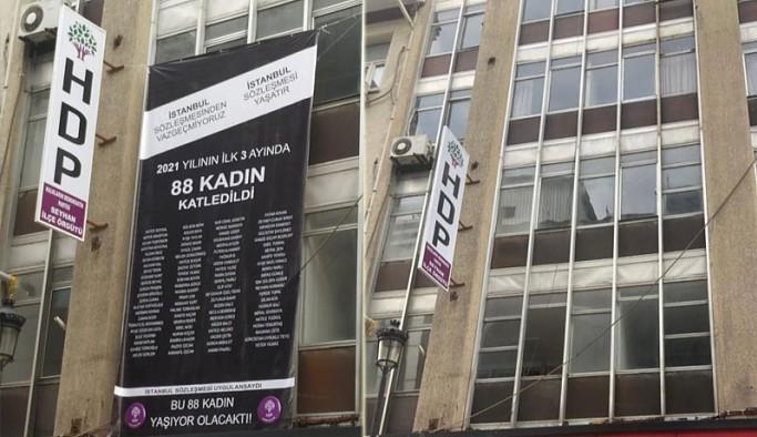 İstanbul Sözleşmesi ve kadın cinayetleri pankartına da 'yasak'