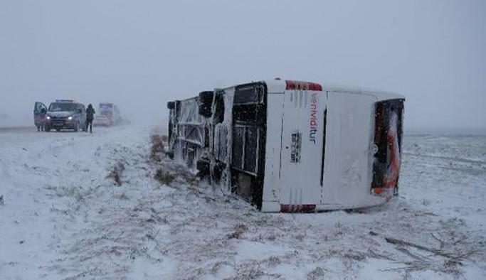 Konya'da iki tur otobüsü devrildi: Bir rus turist yaşamını yitirdi, çok sayıda yaralı var