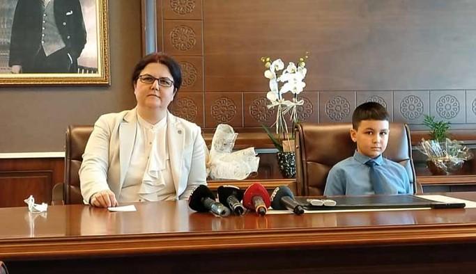 Yeni 'Aile Bakanı' Yanık, 23 Nisan'da ağırladığı Azad'ın koruma altında olduğunu ilan etti
