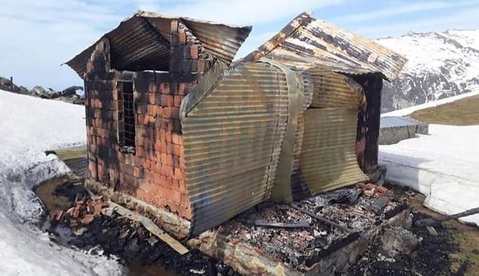 Ardeşen'de yayla evleri birer birer kundaklanıyor