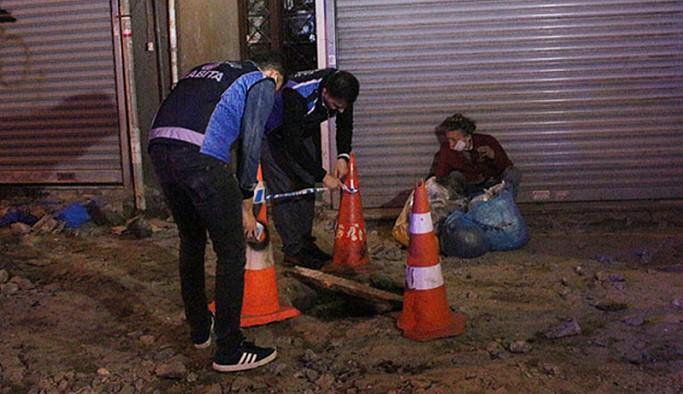 Beyoğlu'nda bir evsiz açık bırakılan kanalizasyon çukuruna düştü