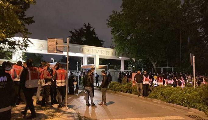 Boğaziçi Üniversitesi'nde çadır nöbeti başlatan öğrencilere polis ablukası