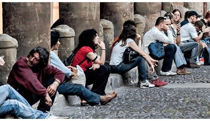 Gençlerin yüzde 87,3'ü 'tanıdığı olmadan iş bulmanın zor' olduğunu düşünüyor
