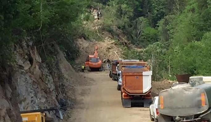 İkizdere'de köylülerin içme suyu aldığı dere çamur aktı; inceleme için giden CHP'liler bölgeye alınmadı