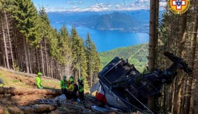 İtalya'da teleferik düştü: 13 ölü