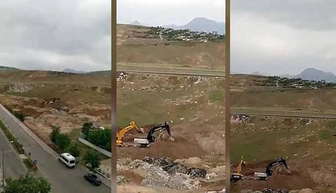 Newala Kasaba'da, toplu mezarların üzerinde inşaat çalışması yapılıyor
