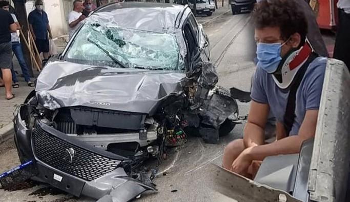 Oyuncu İlker Aksum'un kullandığı otomobil ağaca çarpıp takla attı