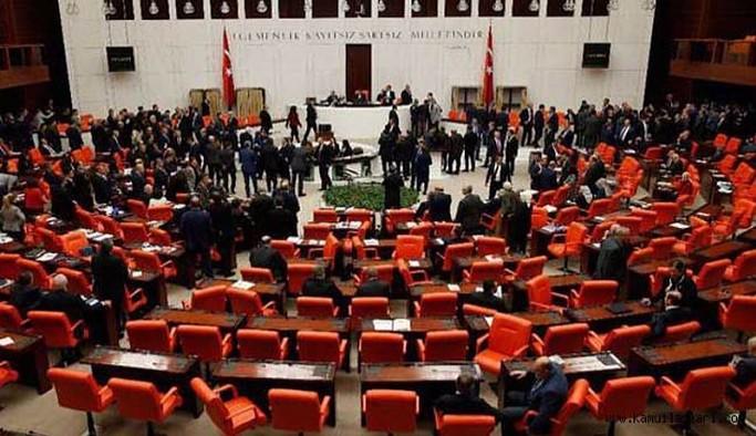 Siyasi partiler, bütçe ve 18 yaş altına ilişkin değişikliklerin olduğu teklif kabul edildi