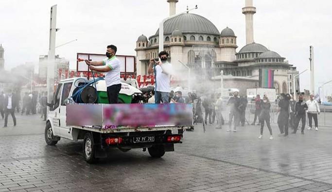 Taksim'deki cami açılışı öncesi meydana 25 ton gül suyu