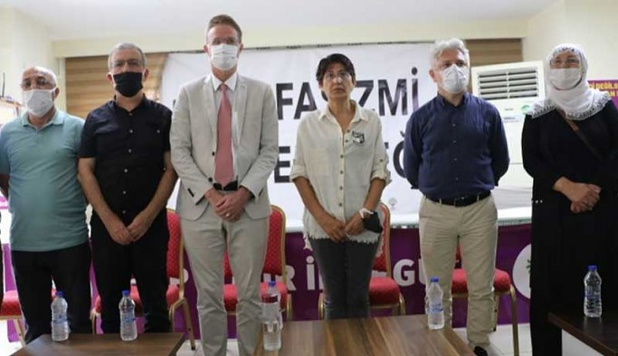 AB heyeti HDP İzmir İl Örgütü'nü ziyaret ederek, incelemede bulundu