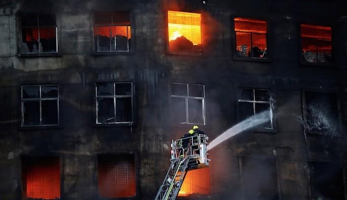 Bangladeş'te fabrika yangını: En az 52 işçi hayatını kaybetti