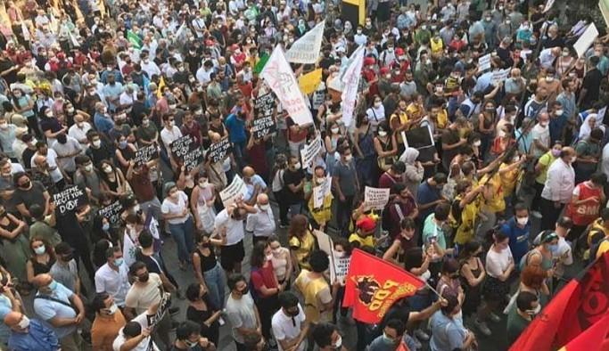 Irkçı katliam engellere rağmen Taksim'de protesto edildi: Faşizme karşı omuz omuza