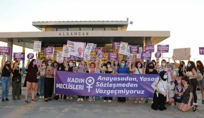 İstanbul Sözleşmesi'ne ilişkin açıklama yapan kadınlar, Danıştay kararını yırtıp çöpe attı