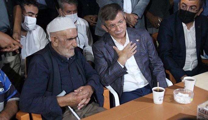 Davutoğlu'ndan Konya'da katledilen ailenin yakınlarına taziye ziyareti: Acınız acımızdır