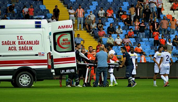 Adanaspor'lu futbolcunun maçta ayağı kırıldı