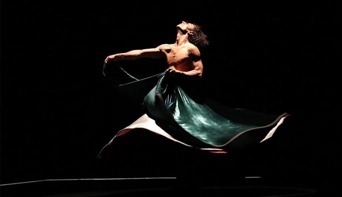 Bahçeli'nin 'yarı çıplak soytarı' dediği dansçı Azazi'den yanıt