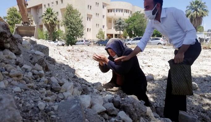 'Emine Şenyaşar'ın çıplak elleriyle toprağı kazarak adalet araması Türkiye'nin sembolüdür'