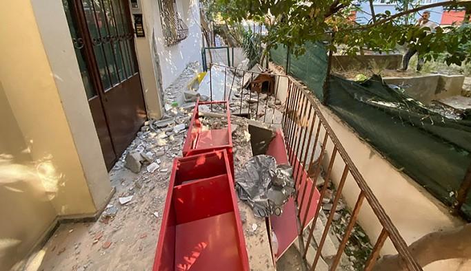 Kadıköy'de 2 balkon çöktü; mahalleli sokağa döküldü