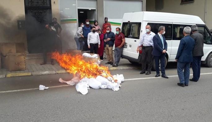 Trabzon'da MHP'li başkan 'Kürdistan şapkası' diye fabrikayı basıp malları yaktı