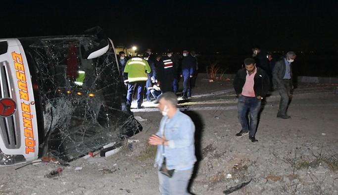 Yolcu otobüsü devrildi: 14 yaralı