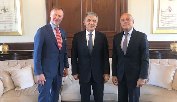 Abdullah Gül, Kavala'nın serbest bırakılmasını isteyen büyükelçiyle fotoğraf verdi