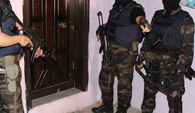 Antalya'da ev baskınları: Halkevi, SYKP ve TİP yöneticileri gözaltında
