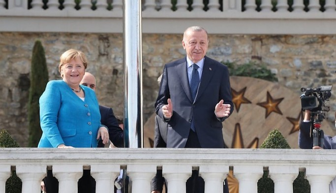 Merkel: Almanya'da Başkanlık Sistemi düşünmüyoruz