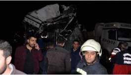 Belediye otobüsü kamyona çarptı 5 kişi hayatını kaybetti