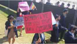 Demirtaş pankartı taşıyan öğrenciye soruşturma
