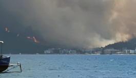 Marmaris'te de orman yangını: Evler oteller tehdit altında