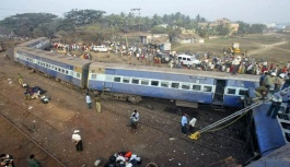 Hindistan'da tren kazası: Çok sayıda ölü ve yaralı var