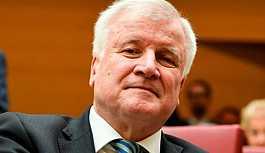 Almanya İçişleri Bakanı: Schengen anlaşması askıya alınmalı