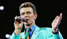 Dünyanın ilk David Bowie heykeli saldırıya uğradı: 'Önce evsizleri besleyin'