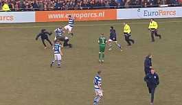 Hollanda'da skandal olay! Holiganlar futbolculara saldırdı