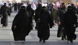 Suudi Arabistan'da kadınların çarşaf...