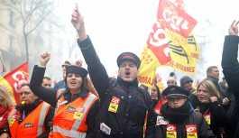 Macron reformlarına karşı Fransa'da 3 aylık grev dalgası başlıyor
