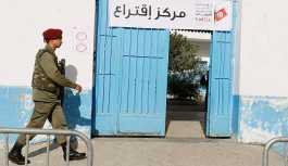 Tunus'ta Arap Baharı sonrası ilk seçim: Asker ve polise oy hakkı verildi