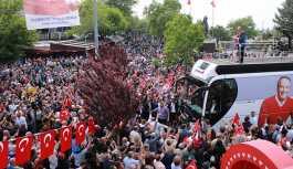 CHP'nin cumhurbaşkanı adayı Muharrem İnce, ilk mitinginin özel haber kanallarının yanısıra devletin kanalı TRT'de de yayımlanmamasına tepki gösterdi.
