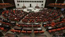 Siyasi partiler milletvekili aday listelerini YSK'ya sunuyor