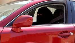 Suudi Arabistan kadınların araba kullanma yasağını gelecek ay kaldırıyor