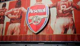 Arsenal, 12 oyuncusuyla yolunu ayırdı