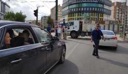 Gaziantep'te Akşener'in önü çöp kamyonu ile kesildi