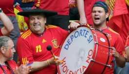 İspanyol taraftar, Putin'den Rusya maçına davul getirmek için izin istedi
