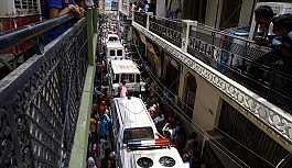 Hindistan'da bir evde aynı aileden 11 kişinin cesedi bulundu