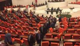 İçişleri Bakanı Soylu yemin ederken, CHP'li vekiller salonu terk etti