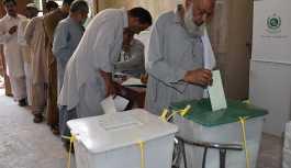 Pakistan seçimlerinde oy kullanma işlemi sona erdi